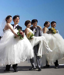 A wedding gift for the Chinese newlyweds in Crete
